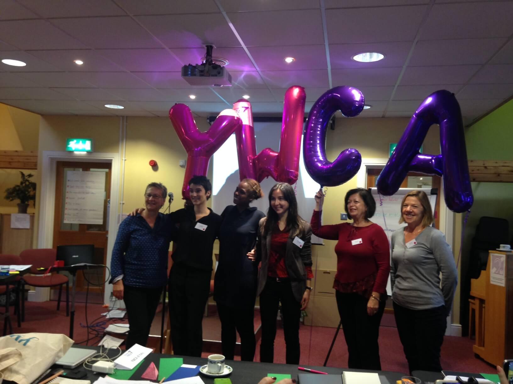 Vanaf 22 oktober het nieuwe bestuur van de Europese YWCA.